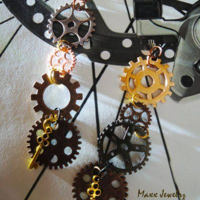 Steampunk náušnice s ozubenýmim kolieskami a kľúčikom | Apropoyoou.sk