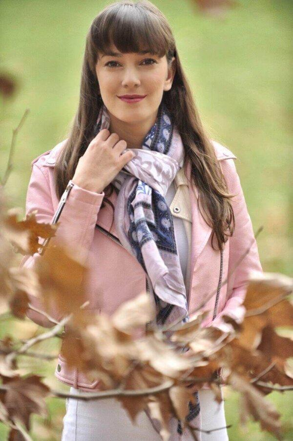 Ružový šál Pink s modrým vzorom | Apropoyou.sk