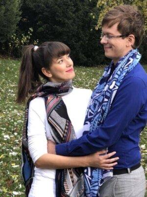 Šatka čierna s farebnými vzormi Decent a šatka modrá Blue Velvet | Apropoyou.sk